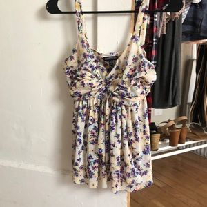 Adorable size S floral tank from express 🌸